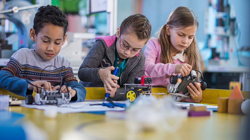 Bringing Makerspaces into the School Library